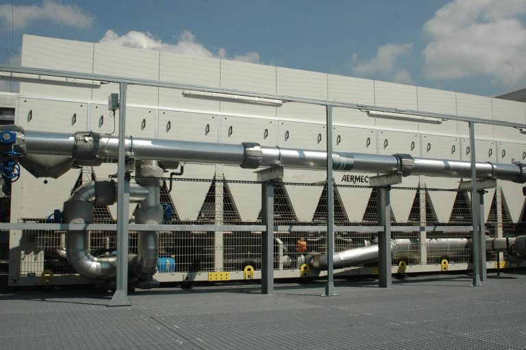 Major Financial Institution's Data Centre Saves £50,000 Month in Energy Using Aermec's Free Cooling Chillers